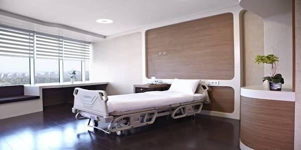 Medical Park Bahçelievler Hospital Patient Room